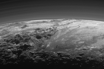 pluto-new-horizons-mountains-plains2