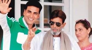 अक्षय अपने ससुर राजेश खन्ना और सांस डिम्पल कपाड़िया के साथ