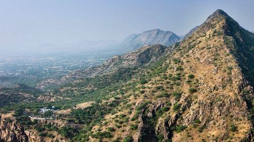 अरावली की पहाड़ियाँ
