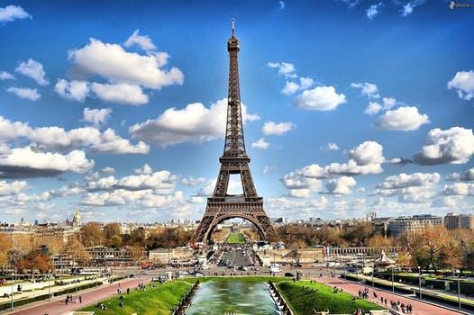 Paris in Hindi